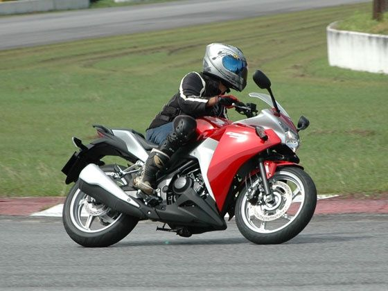 VelocityFreak: 2011 Honda CBR 250R |Price |Top Speed |Reviews  |Specifications |Photos |Videos