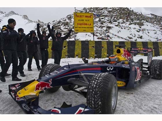 The Red Bull Racing team cheers Neel Jani at Khardung La