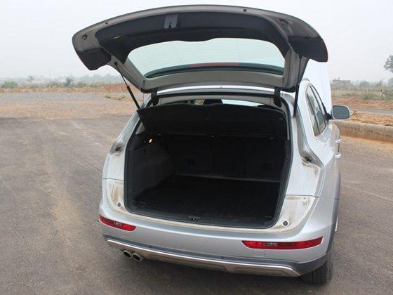 Audi Q5 2.0 rear luggage area