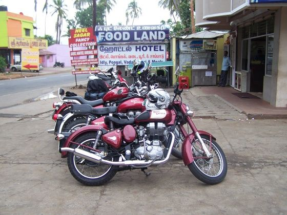 Royal Enfield REUNION 2012 - tea break at Mettupalyam before heading for Ooty