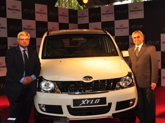 L - R: Mr. Vivek Nayer Senior Vice President Marketing Automotive Division M&M Ltd and P N Shah Chief Executive Automotive Division M&M Ltd at the launch of the stylish New Xylo