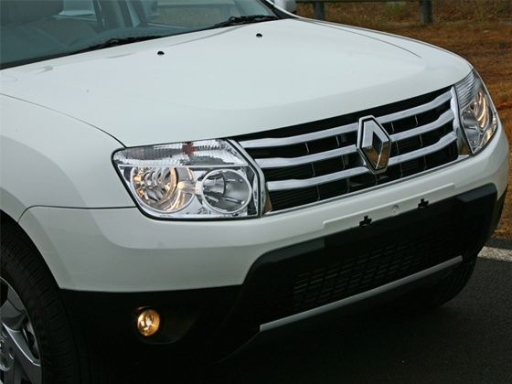 Renault Duster front bumper and chrome grille slats