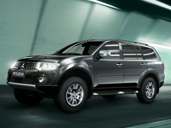 The Pajero Sport gets an on-demand Super Select 4WD system and a