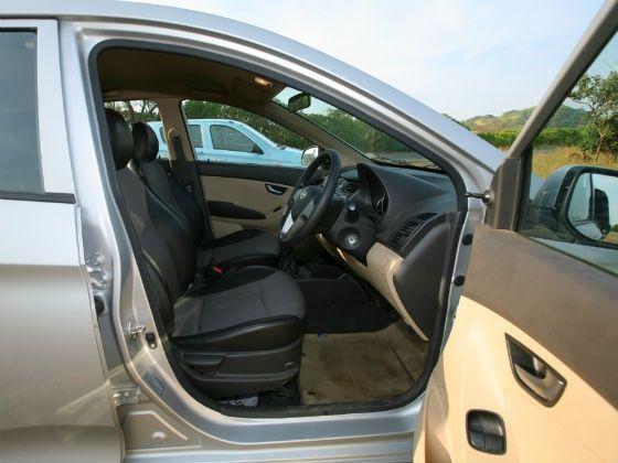 Hyundai Ion Interior front