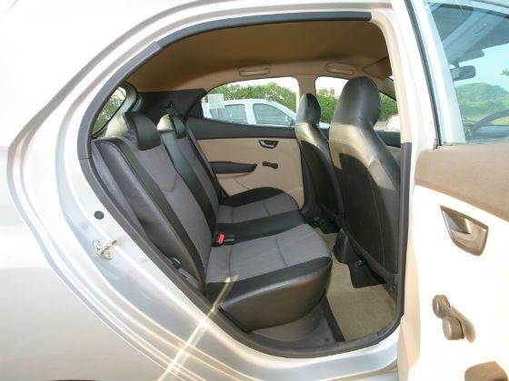 Hyundai Ion Interior back