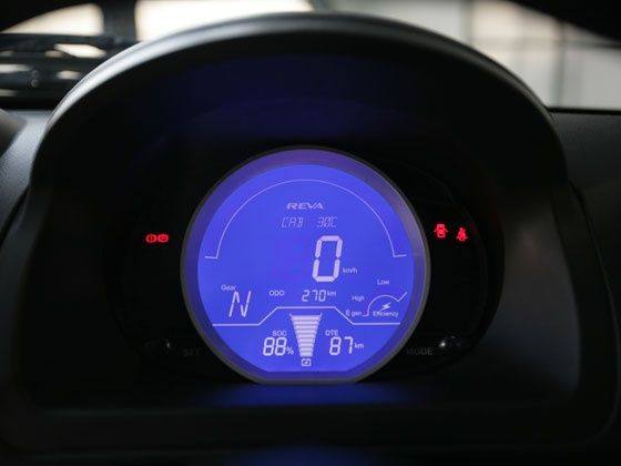 Mahindra e20 display