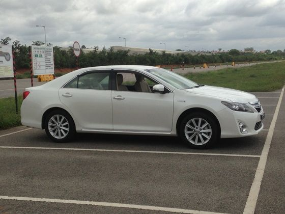 Toyota Camry Hybrid unveiled