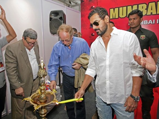 John Abraham and Hannu Mikkola light the inauguration lamp at MIMS 2013