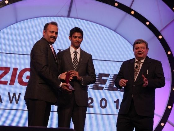 Renault India Executive Director Sumit Sawhney accepts Readers Choice Award for Duster