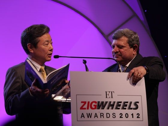 Toyota Kirloskar Motors Ltd. Managing Director Hiroshi Nakagawa and ZigWheels Editor-in-Chief Adil Jal Darukhanawala