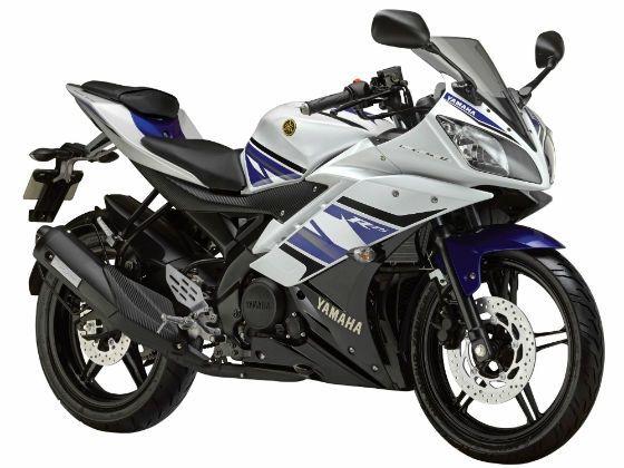 Yamaha R15 Version 2.0 in racing blue special MotoGP edition