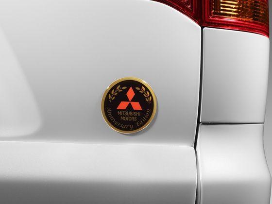 Pajero Sport Anniversary Edition emblem