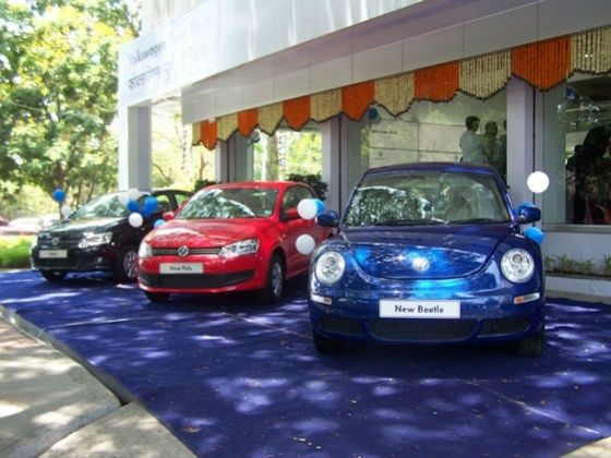 Car dealer and discounts on new cars
