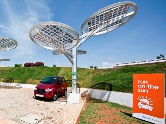 Mahindra Reva e2o getting charged using solar energy