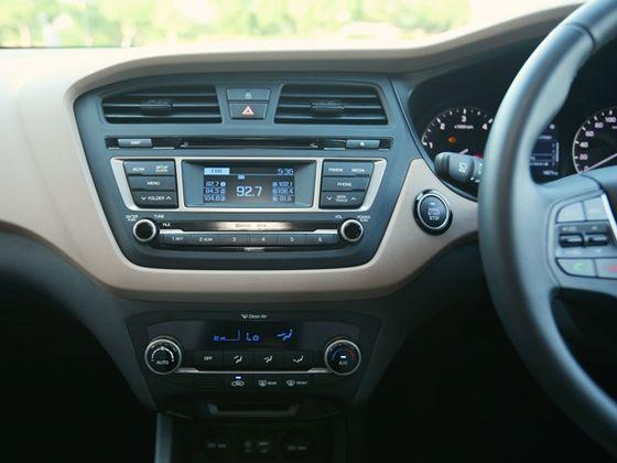 Hyundai Elite i20 centre console