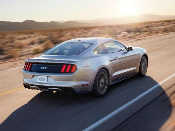 2015 Ford Mustang rear tracking
