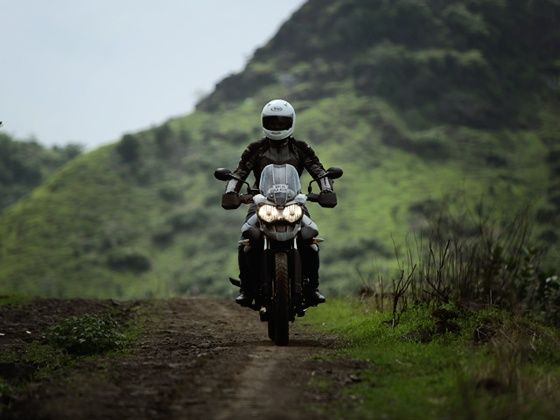 Triumph Tiger 800XC riding