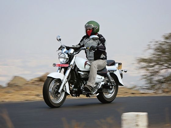 Hyosung Aquila 250 front action shot