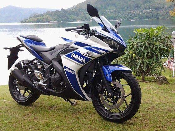 Yamaha R25 outdoor shot