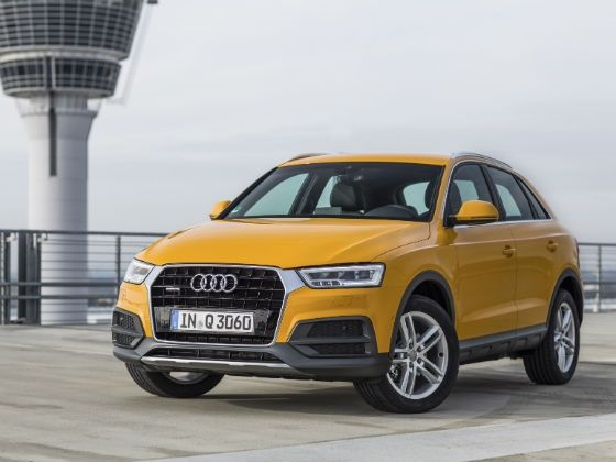 Facelifted 2015 Audi Q3 front three quarters static shot