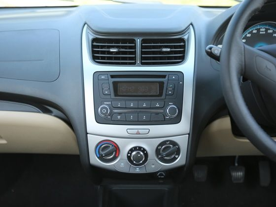 Chevrolet Sail facelift review dashboard