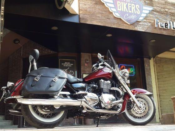 Triumph Thunderbird LT at Bikers Cafe
