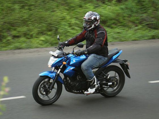 Suzuki Gixxer action shot