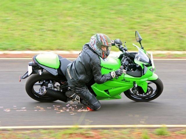 LATEST BIKES & CARS-PRICE,REVIEW,TESTRIDE: Kawasaki Ninja 250R