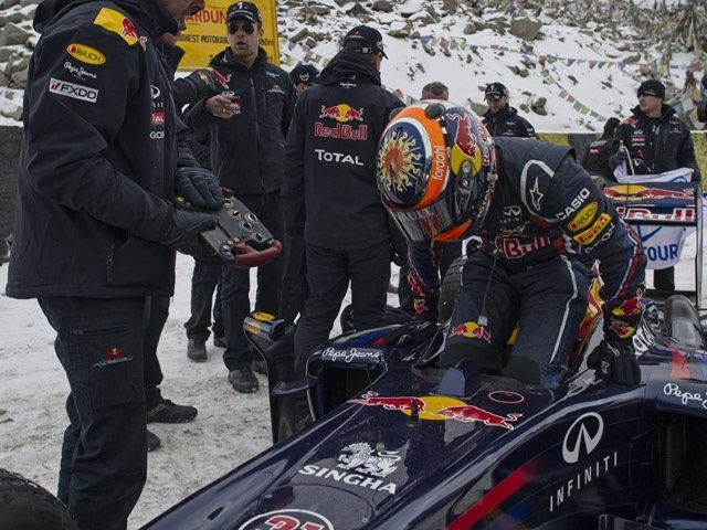 -Formula 1 - Season 2011 - red bull khardungla ss 640x480