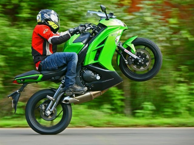 On Indian Ss  ZigWheels Tests This New Middle Weight Motorcycle