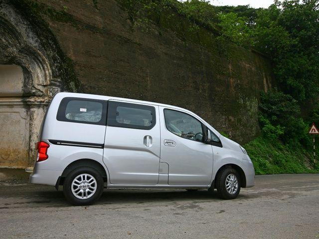 Nissan Evalia ZigWheels Drive