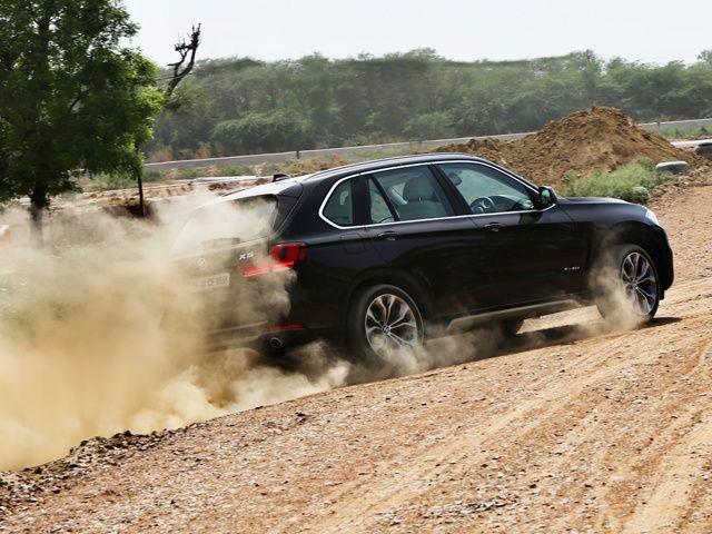 2014 BMW X5 rear dust shot