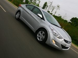hyundai,elantra,fluidic,launched,first,drive,saloon,luxury,hyundai elantra first drive